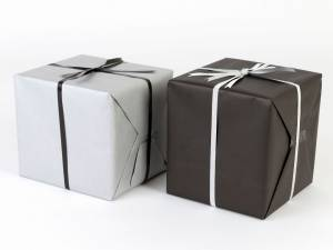 Gavepapir sort/sølv mat dobbelt sidet papir 55cmx150m